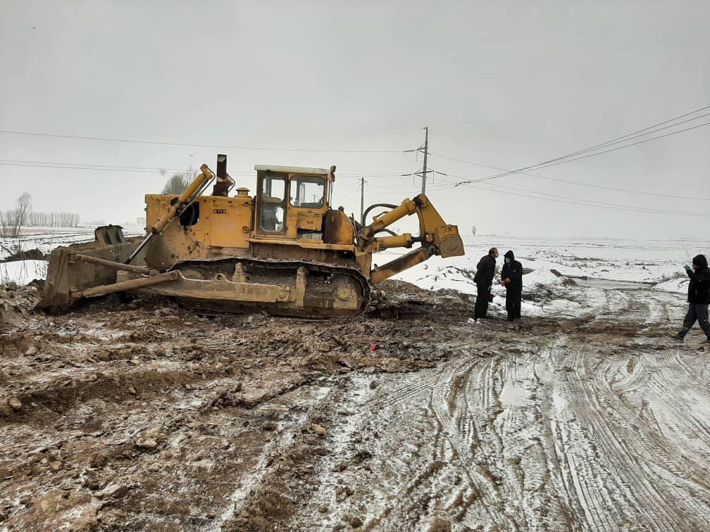 عملیات لایروبی و آزادسازی رودخانه اردی چای در بازه حمل آباد - عموقین شهرستان اردبیل به طول 2کیلومتر در حال انجام است